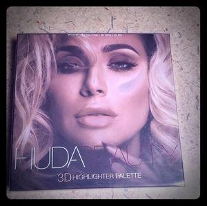 Huda Beauty 3D Highlighter Pallete